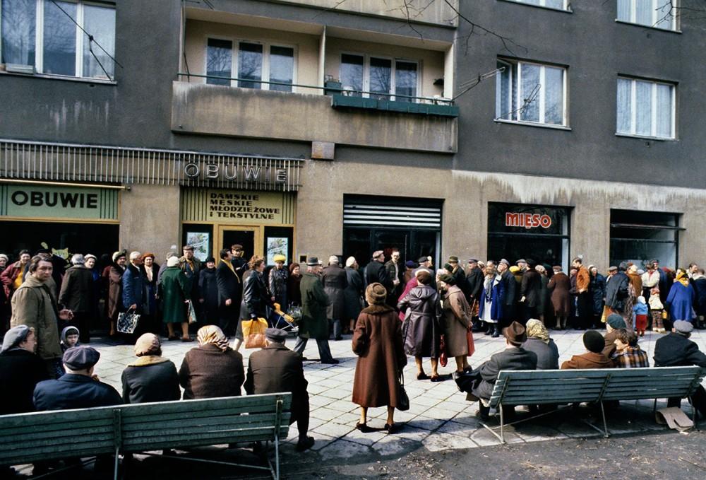 Kolejki do sklep w lata 80 chris niedenthal Sklepy designerskie warszawa